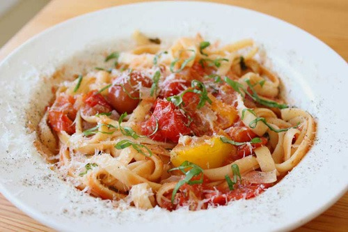 No Glove, No Love (featuring Lazy-Chef Fettuccine with Tomatoes, Garlic, and Basil)